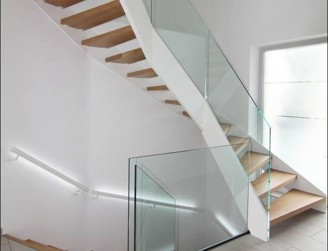 hpl treppe mit led beleuchtung und ganzglasgel nder haus pinterest treppe treppenhaus und. Black Bedroom Furniture Sets. Home Design Ideas