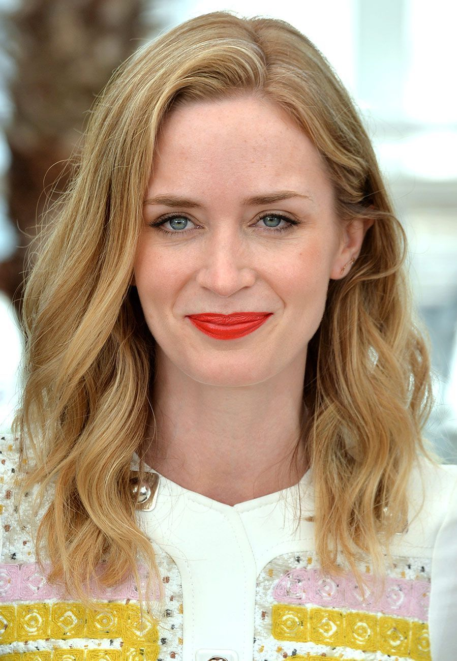Barely there waves hairstyle ideas for womens with medium