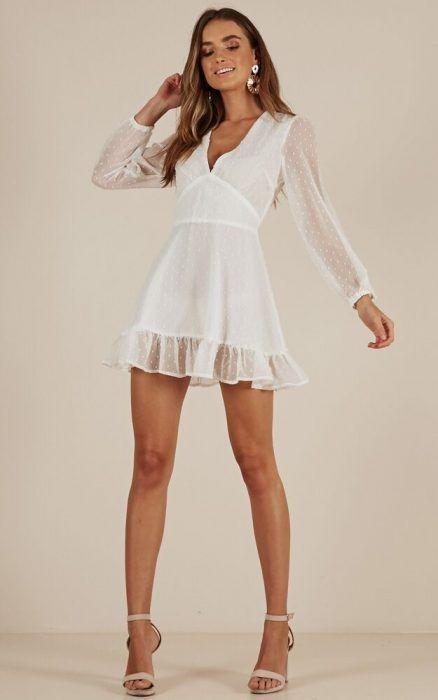 569ccdf73 Vestido corto blanco casual.