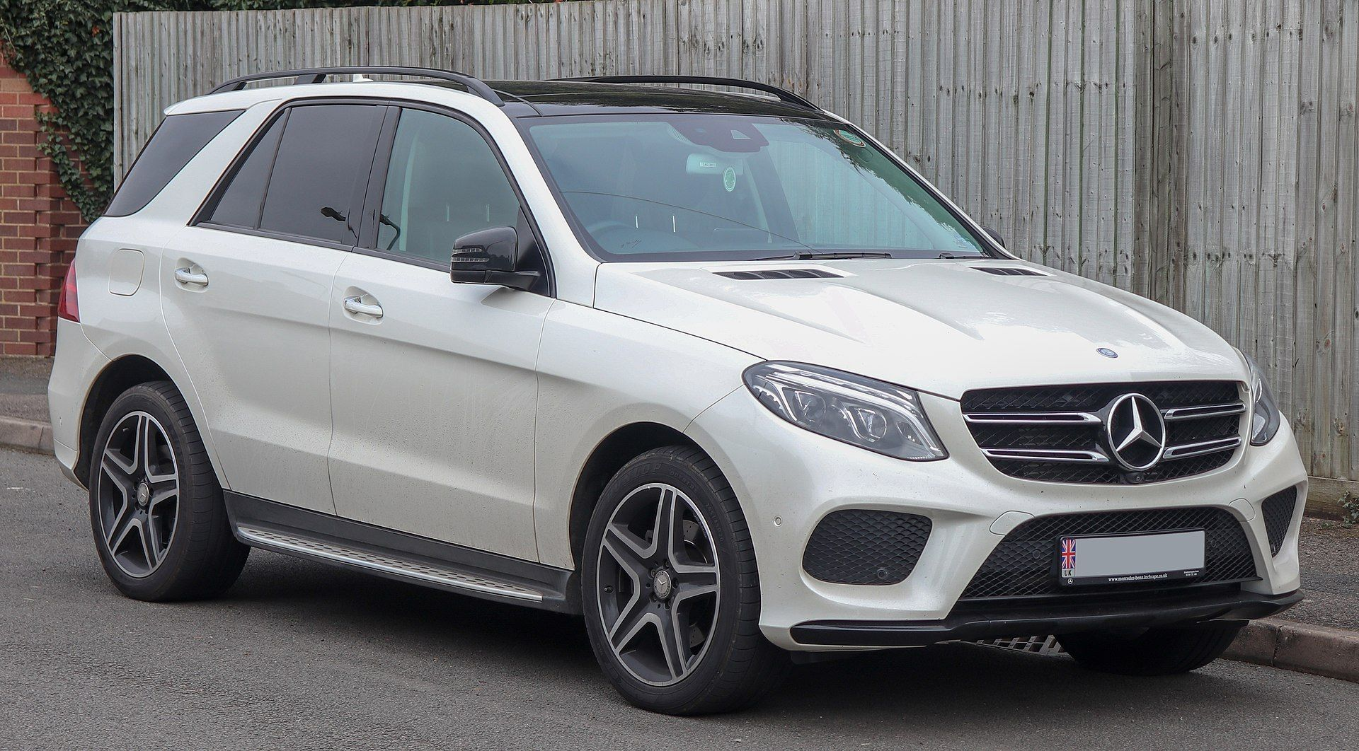 2016 Mercedes Benz Gle 250 Diesel 4matic Amg Line Premium 2 1 Front Mercedes Benz M Class Wikipedia Mercedes Benz Ml350 Mercedes Benz Suv Mercedes Benz