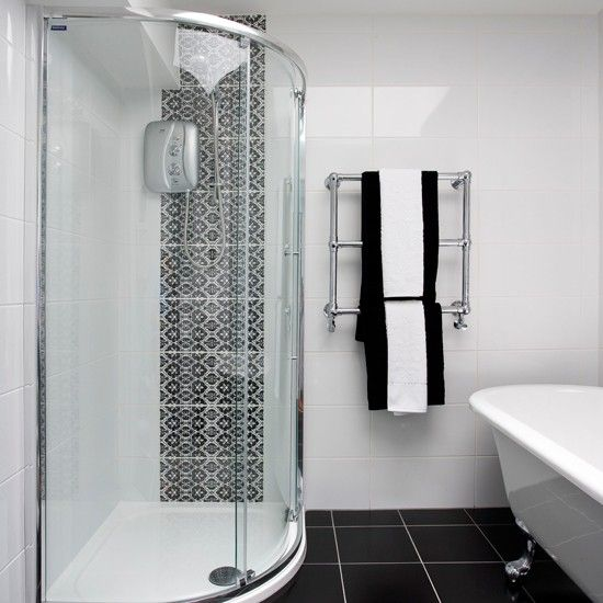 The Black And White Bathroom Tiles Above Is Used Allow The Decoration Of Your Bathroom To