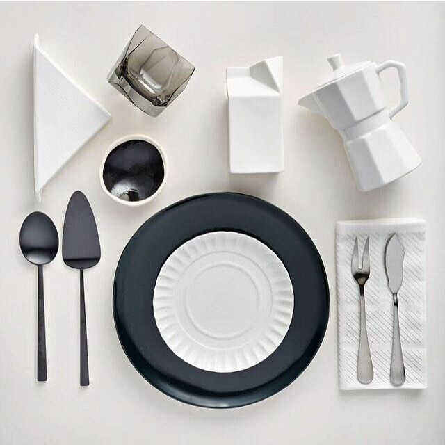 #Monochrome magic on page 29 of our #SummerIssue. Have you got your copy? Let us know your favorite #tablescape by elle_deco