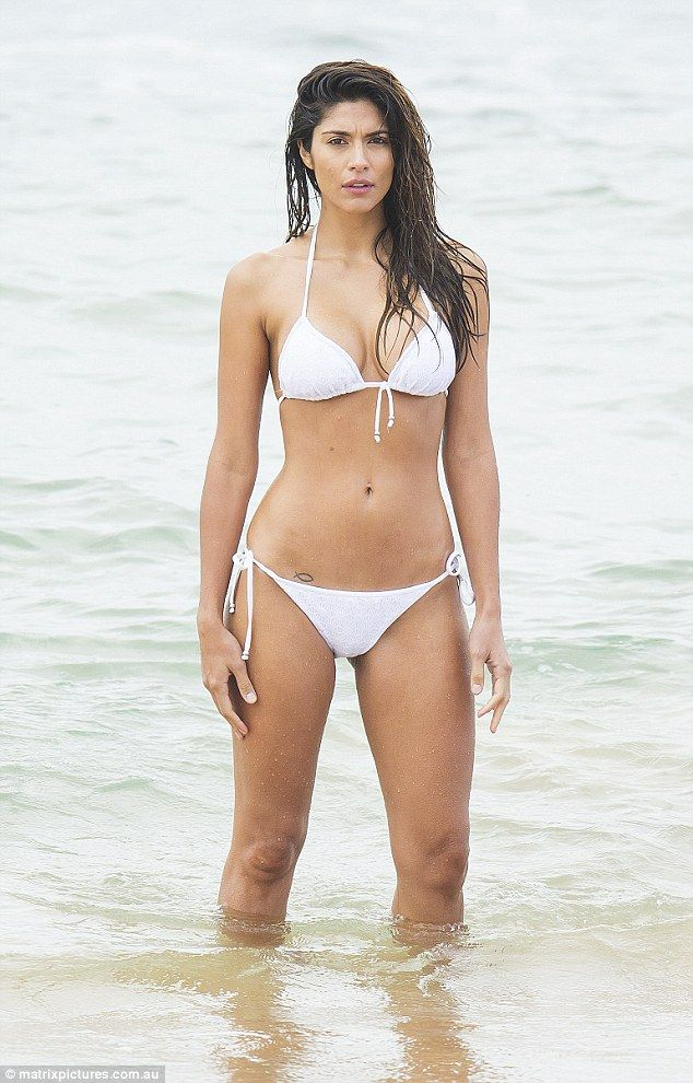 Pia Miller sizzles in tiny string bikini on Home and Away ...