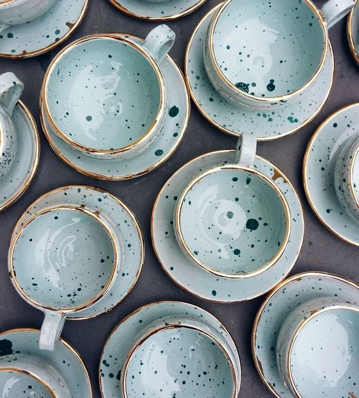 Blue, gold, and speckles everywhere - #Blue #gold #porcelaine #speckles #teamugs