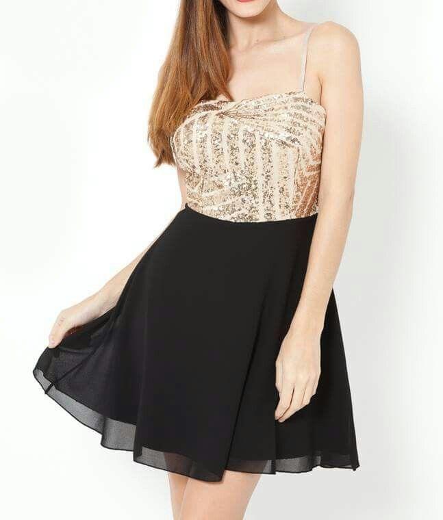 Boa tarde!!!  Continuamos com a nossa coleção de festa!!! LIMA LIMÃO temos os melhores vestidos para tí!  Disponível em loja e no nosso shop online ↘ ️↘↘↘↘↘↘↘↘↘↘↘↘ http://www.limalimao.net/home/378-vestido-lantejoulas-dourado.html