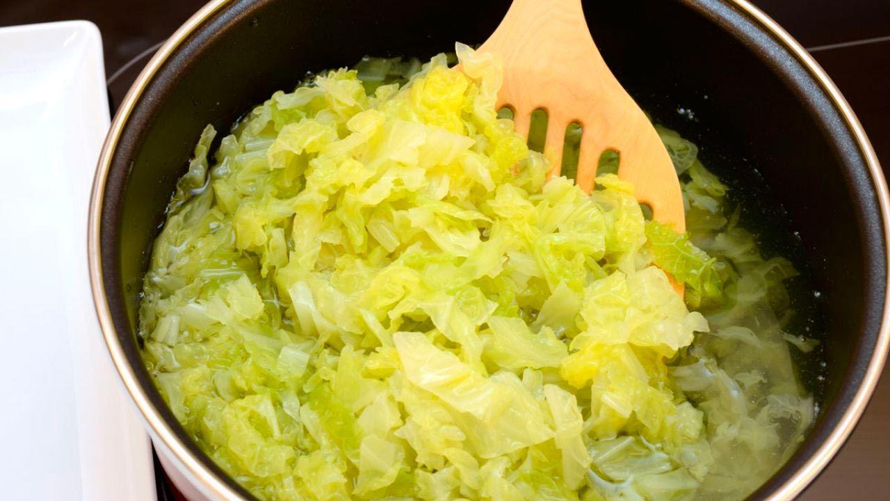La berza debe limpiarse, picarse y cocerse durante 15 minutos.