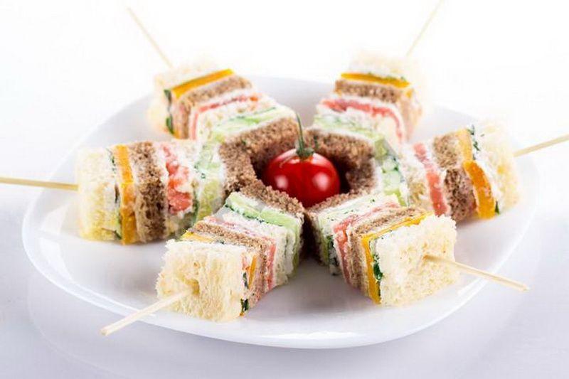 Многослойные канапе-подача | Еда для вечеринки, Веселая ...