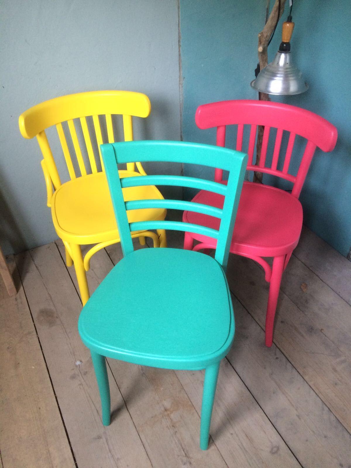 Vrolijk gekleurde houten keuken stoelen caf stoelen for Stoelen keuken
