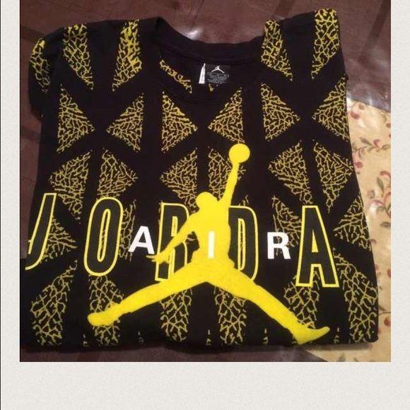 Men's shirt This is a Jordan men's shirt black and yellow Jordan Tops Tees - Short Sleeve