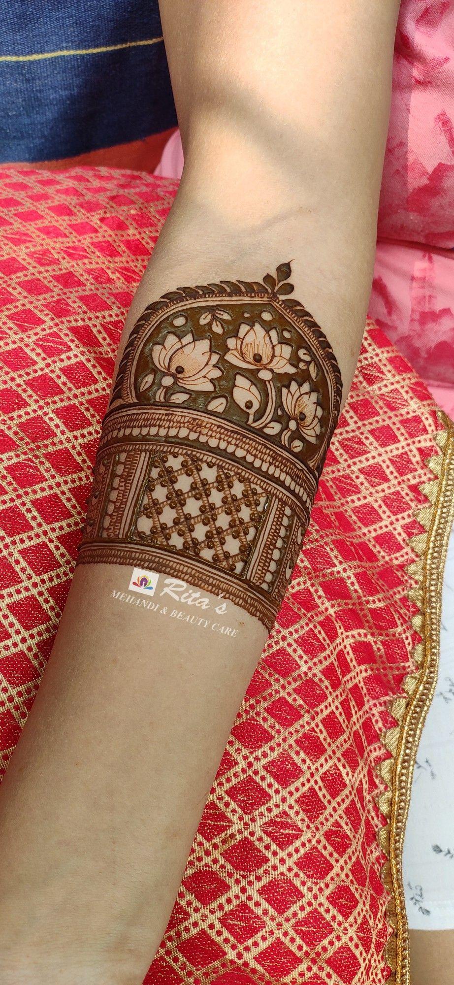 #Bridalmehendi #bridalhenna #henndesigns #mehendidesigns #hennabridal #bride #bridetobe #bridal #bridesofmumbai #bridesofindia #indianbride #elephantdesignhenna #floralmehendi #floralhenna