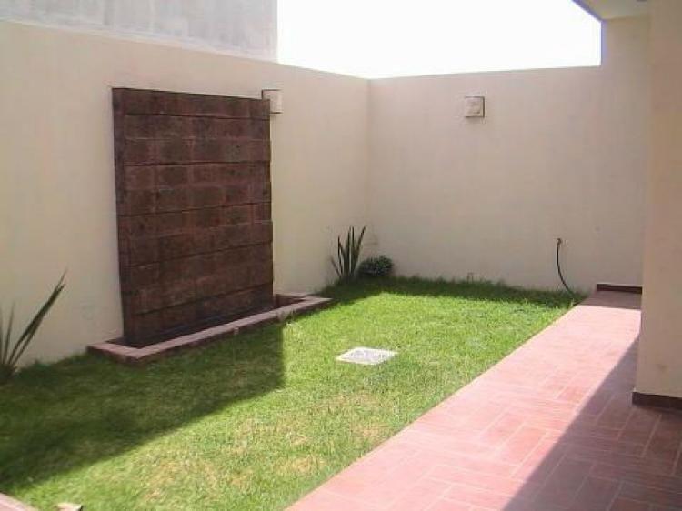Foto venta casa valle imperial nueva minimalista de 3 hab for Casa nueva minimalista