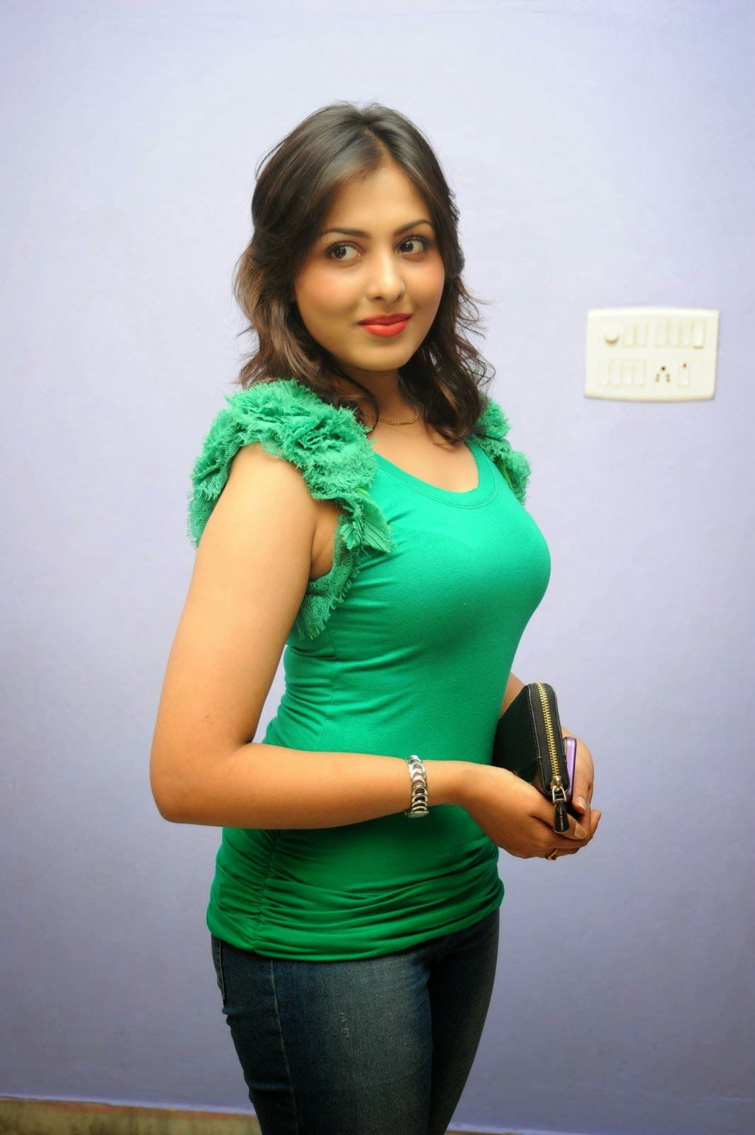 Madhu Shalini Nude Photos Good http://spicymalluaunty.blogspot.in/ | madhu shalini latest glam