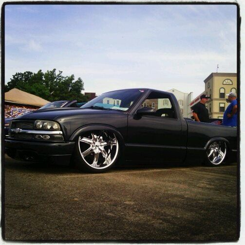 Boyfriends Bagged S10 With A 5.3 Vortec Motor Swap On 24's