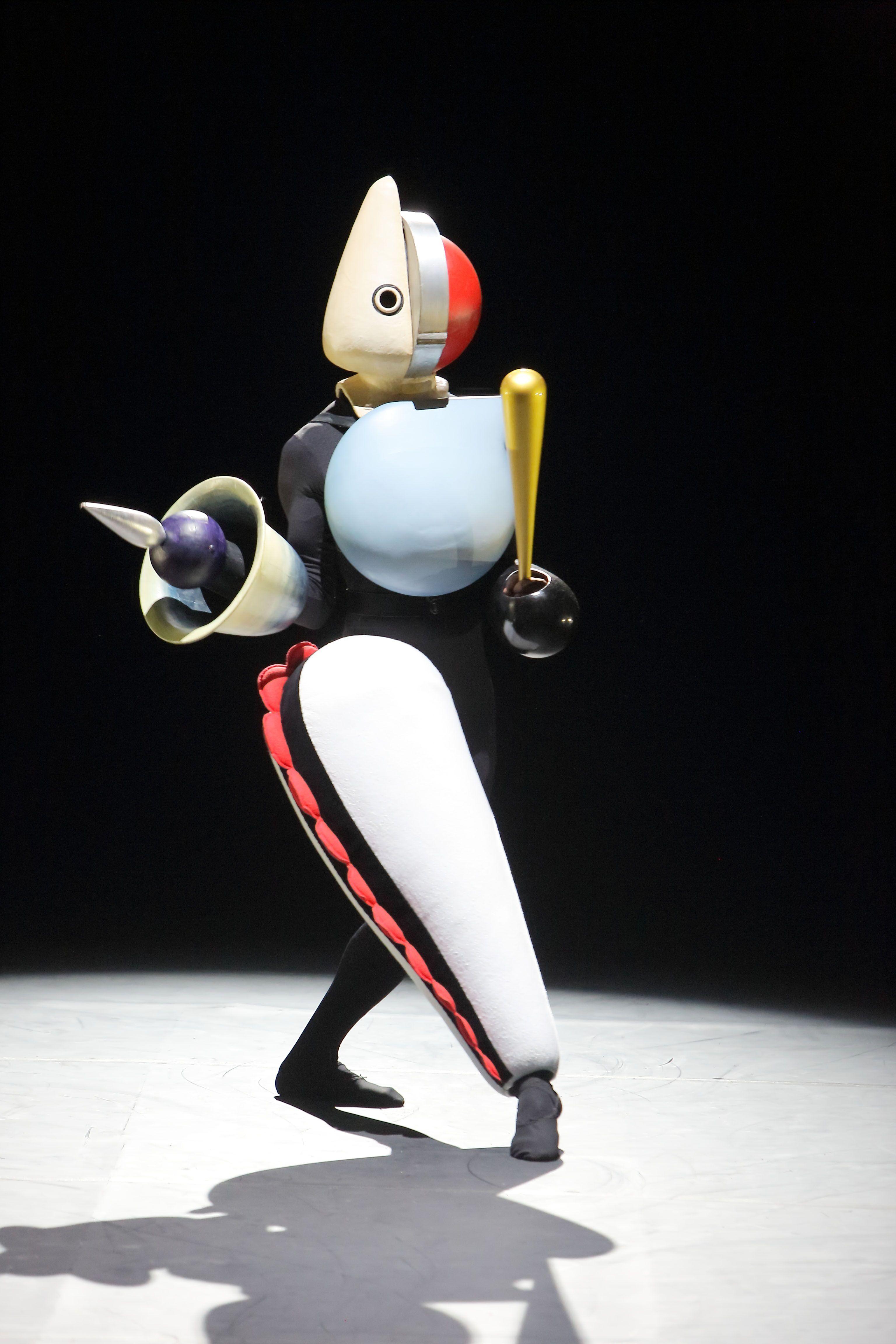 Bauhaus ballet costume by Oskar Schlemmer. | Oskar Schlemmer ...