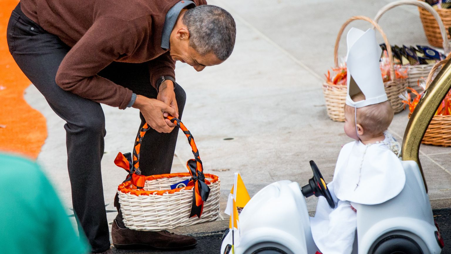 obama lost it when he saw a baby in a pope costume, because who