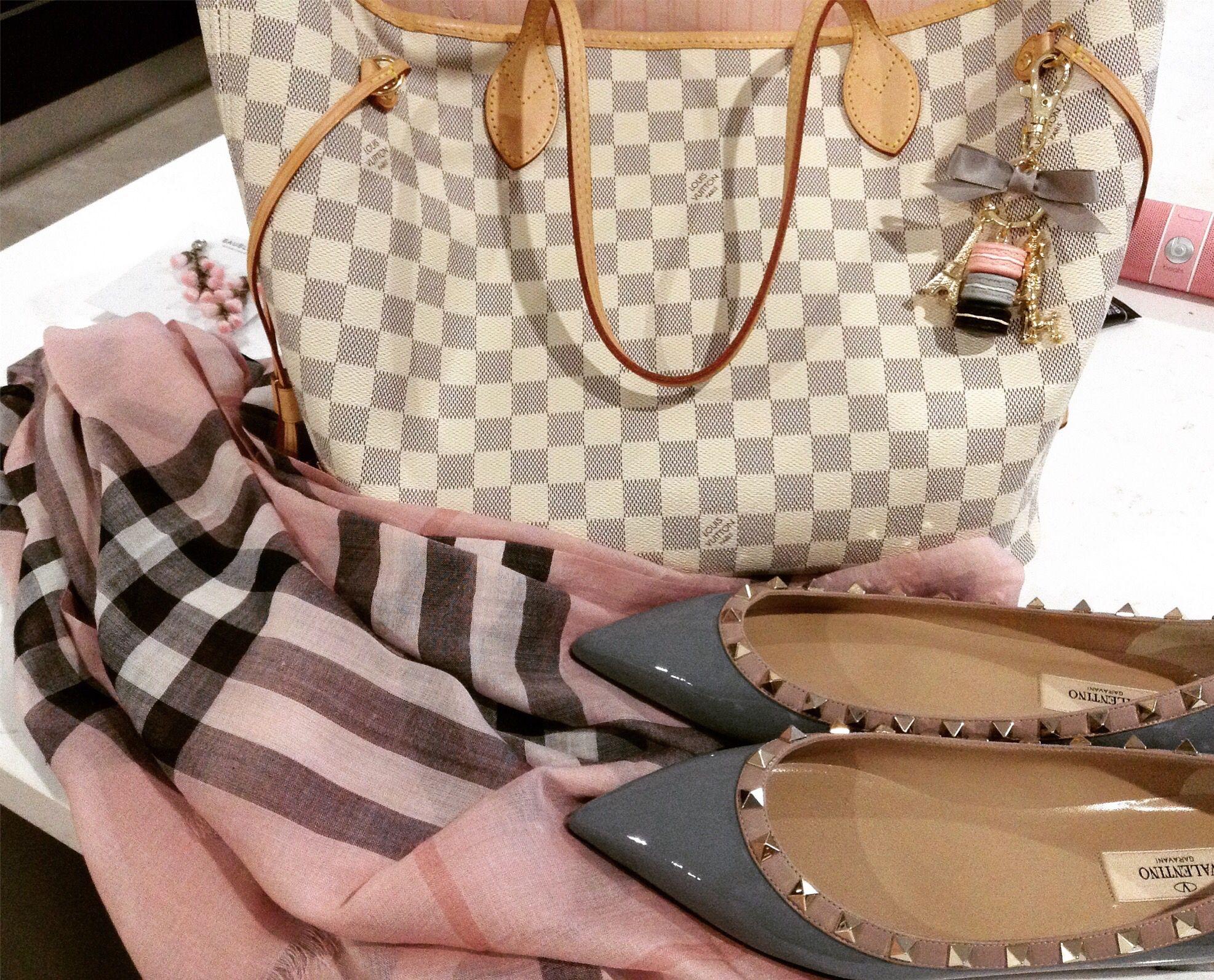 c971c8eafca Louis Vuitton Damier azur neverfull, neverfull mm, rose Ballerine neverfull,  Burberry scarf, pink Burberry scarf, Burberry gauze scarf, grey Valentinos,  ...