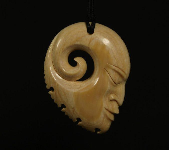 Amulette - Anhänger Maori Mammut Beinschnitzerei - ein Designerstück von carvingcollection bei DaWanda
