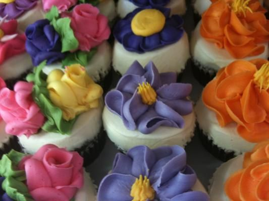 flower cupcakes from Party Favors