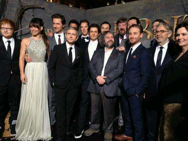 Cast Of The Hobbit With Ed Sheeran On The Left At The Hobbit Premiere The Hobbit Hobbit Desolation Of Smaug The Hobbit Movies