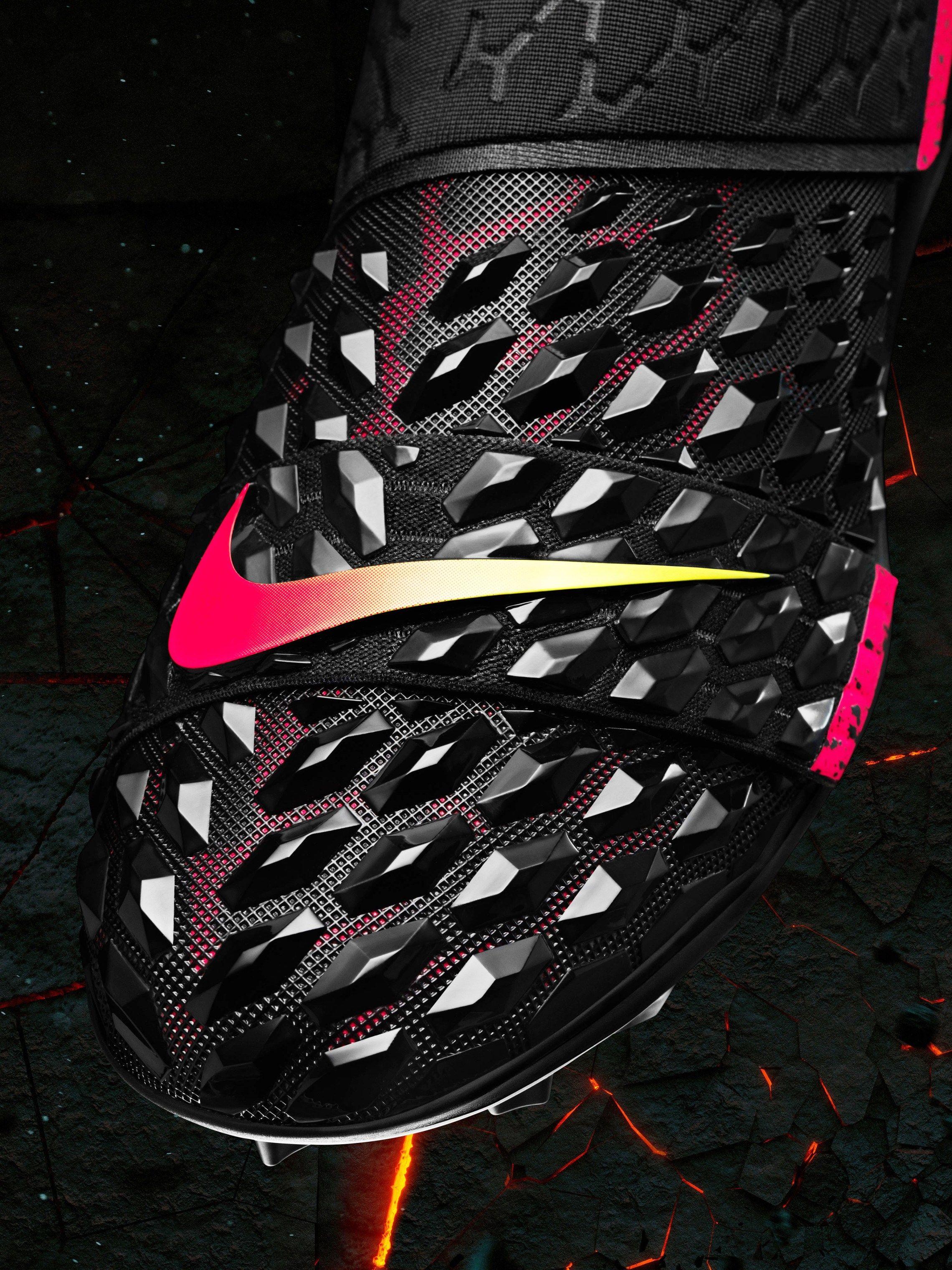 cheaper e4d47 50321 How LeBron James Inspired Khalil Mack s New Nike Football Cleats   Nice  Kicks
