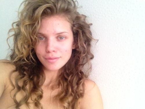 A Makeup-free AnnaLynne McCord Inspires Us