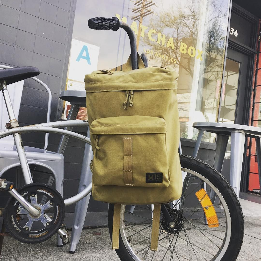 MIS의 심플한 디자인에 웨빙스트랩으로 포인트를 더한 Backpack입니다. 일상에서 데일리 가방으로 들고다니기 편한 백팩입니다.  #MIS #Madeinusa #Backpack #Bag #백팩 #가방