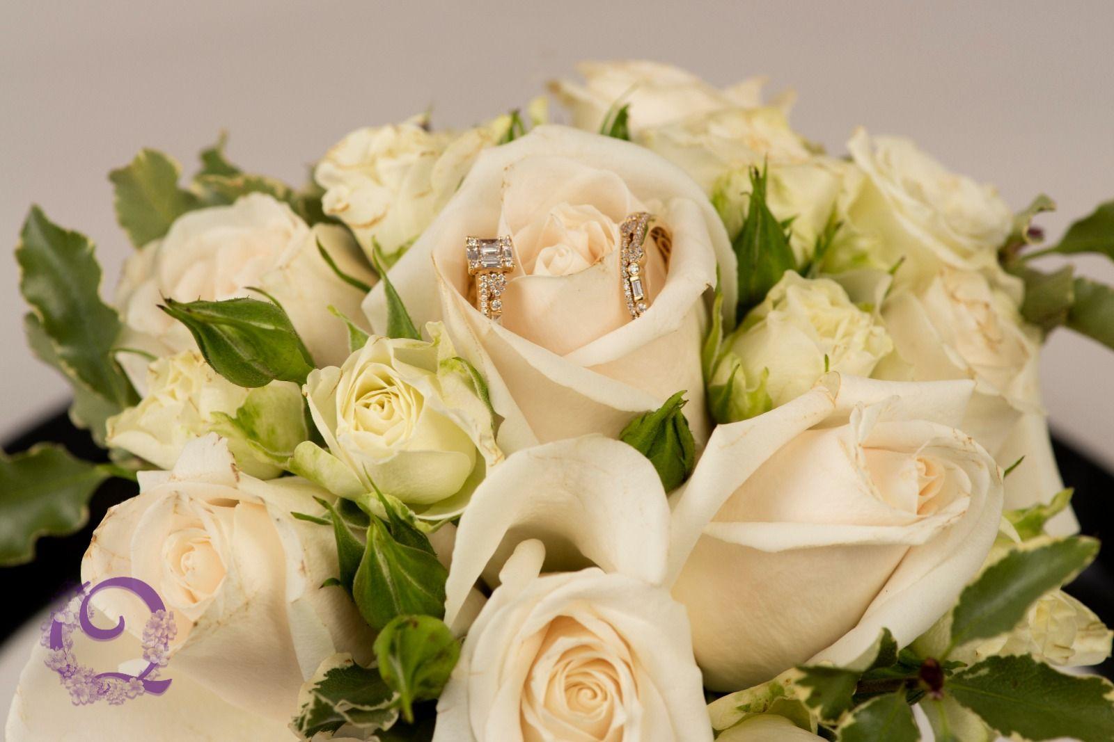 Floral Arrangements Wedding Weddingphoto Photography Photoshoot Flowers Rings Engagement Qwedphoto عرس عروس زفاف ز White Roses Flowers Bouquet Rose