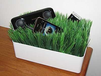 The Grassy Lawn Gadget Charging Station To Feel You The Green ...
