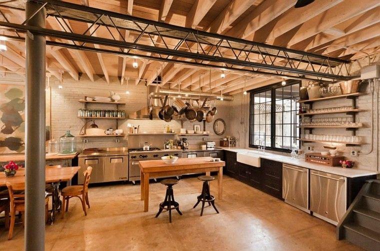 cocina con diseño industrial muy amplia y espaciosa