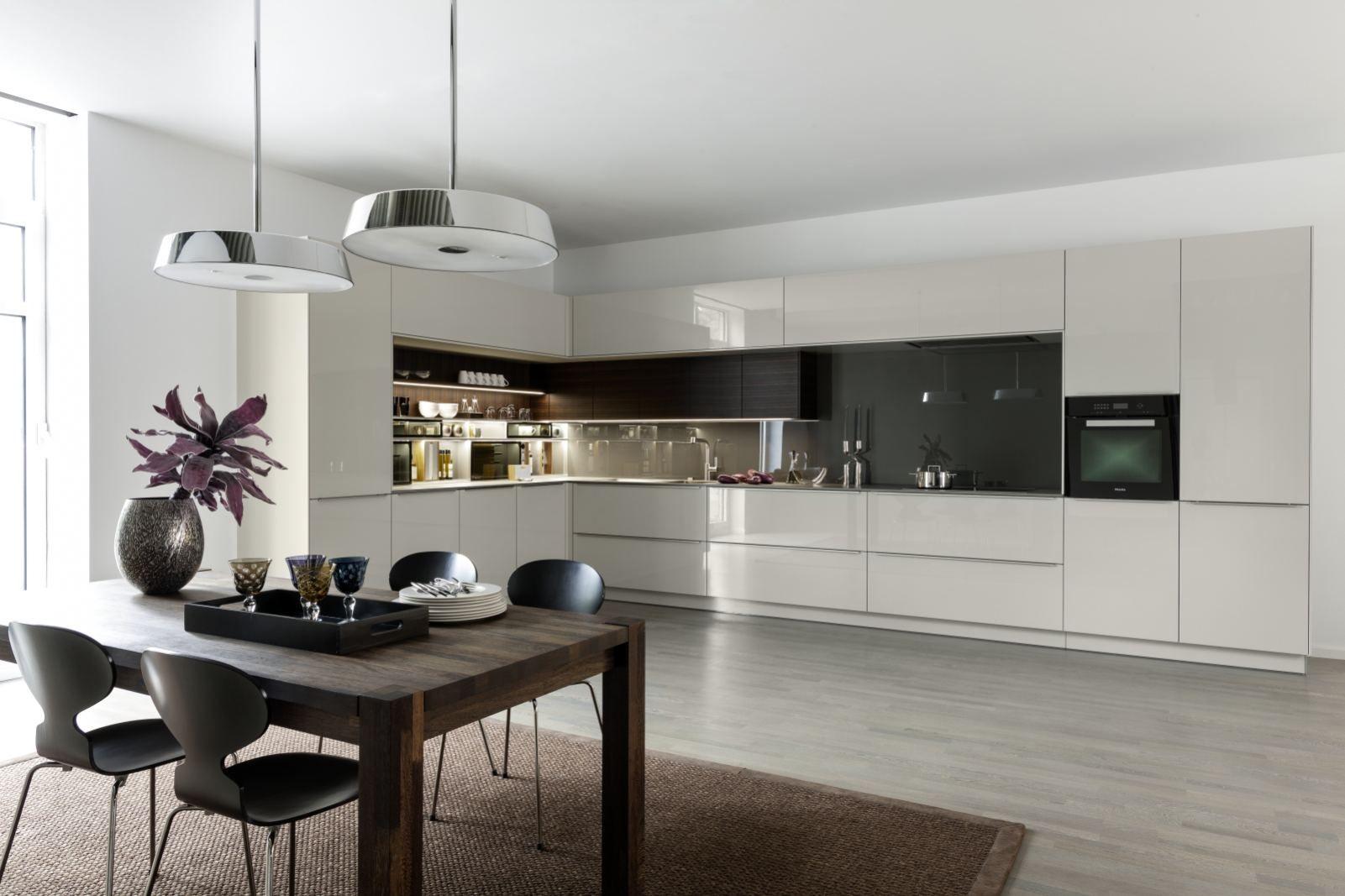 WARENDORF | Markante Form und praktische Nische Mit dieser Küche ...