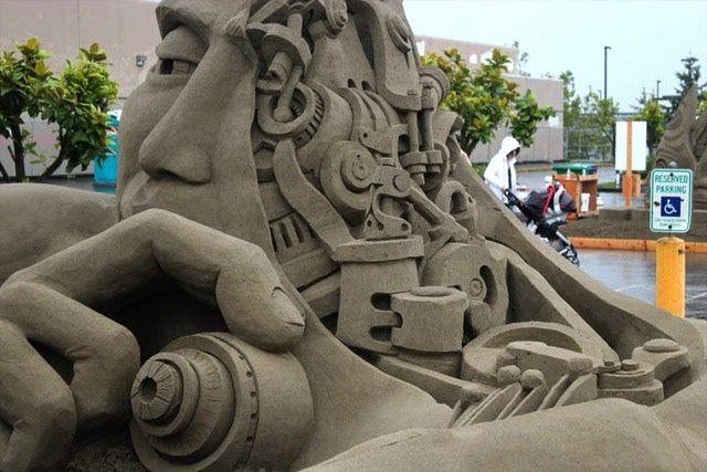 Surreal sculpture, great detail!