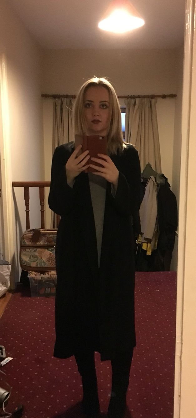 Long coats for short girls. Coat h&m. Top Zara. Jeans Asos. Ankle boots Asos. Black and grey.