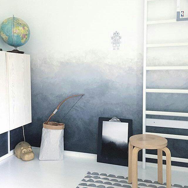 Lauran kodissa tyylikäs Foggy Forest -juliste pääsi lastenhuoneeseen. Pienille seikkailijoille ja retkeilijöille. 🍃 #Repost @heinassaheiluvassa (@get_repost) ・・・ Enjoy the weekend with the people you love 💙 #interior #home #boysroom #kidsroom #kidsroominspo #kidsroomideas #suomenvoimistelutuote #diywall #interiorinspo #interiorstyle #homedecor #homestyling #scandinavianhome #skandinaviskehjem #nordiskehjem #nordichome #sisustus #sisustusinspiraatio #inspiroivakoti #onlyinterior…