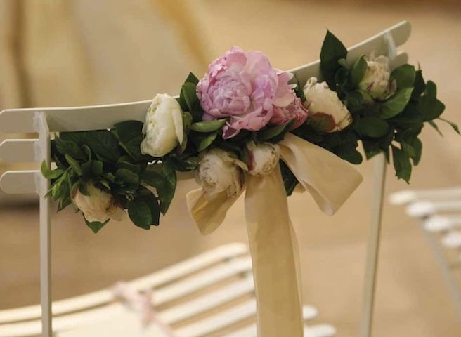 Sedie Matrimonio ~ Particolare della sedia avorio verde e rosa matrimonio in umbria