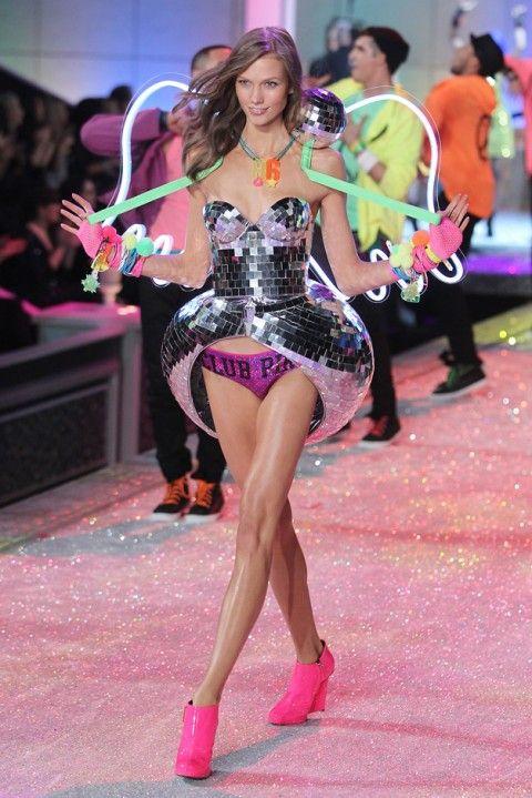 5c76467029c Karlie Kloss - Victoria s Secret - Victoria s Secret Fashion Show - 2011 -  photos - pictures - angels - lingerie