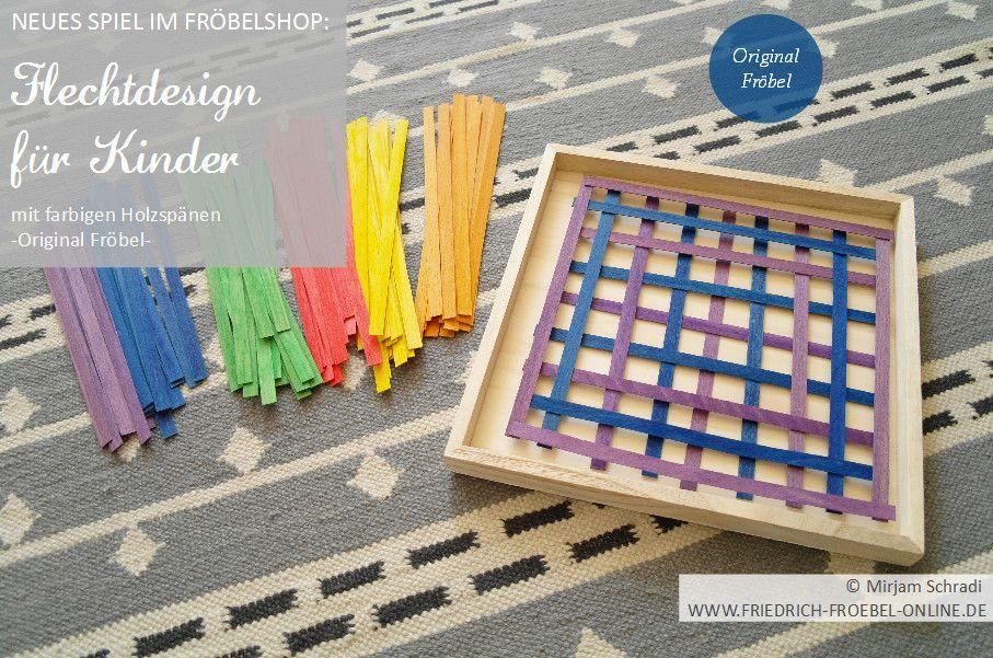 Muster/ Pattern aus farbigen Streifen (ila und blau) des Flechtdesign-Spiels für Kinder ab 5 Jahren (FRÖBELSHOP). Hier kannst du das Spiel kaufen:  http://www.friedrich-froebel-online.de/shop/spielgaben/flechtdesign-legespiel-froebel/