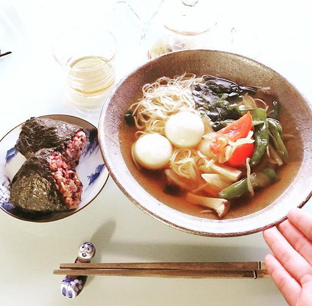 2016/10/14②・ ・ やっと、消費仕切った素麺〜! \(^o^)/ ・ トマトやあれこれ野菜炒めてオン。 お汁には生姜のすりおろしを。 ・ ε-(´∀`*)ホッーとするランチになりました🎵 ・ ・ #おにぎりアクション2016 #onigiriaction #OnigiriAction ・ ・  Yummery - best recipes. Follow Us! #foodporn