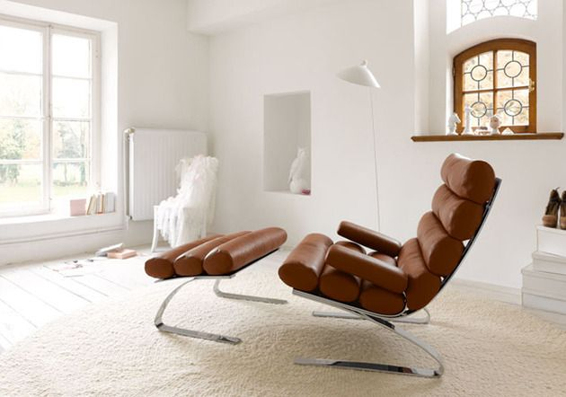 Pash's high quality reproduction Sinus Chaise is mounted on a beautiful stainless steel frame and upholstered in full grain Italian leather. Available now at https://www.pash-classics.com/sinus-chaise-longue-chair.html