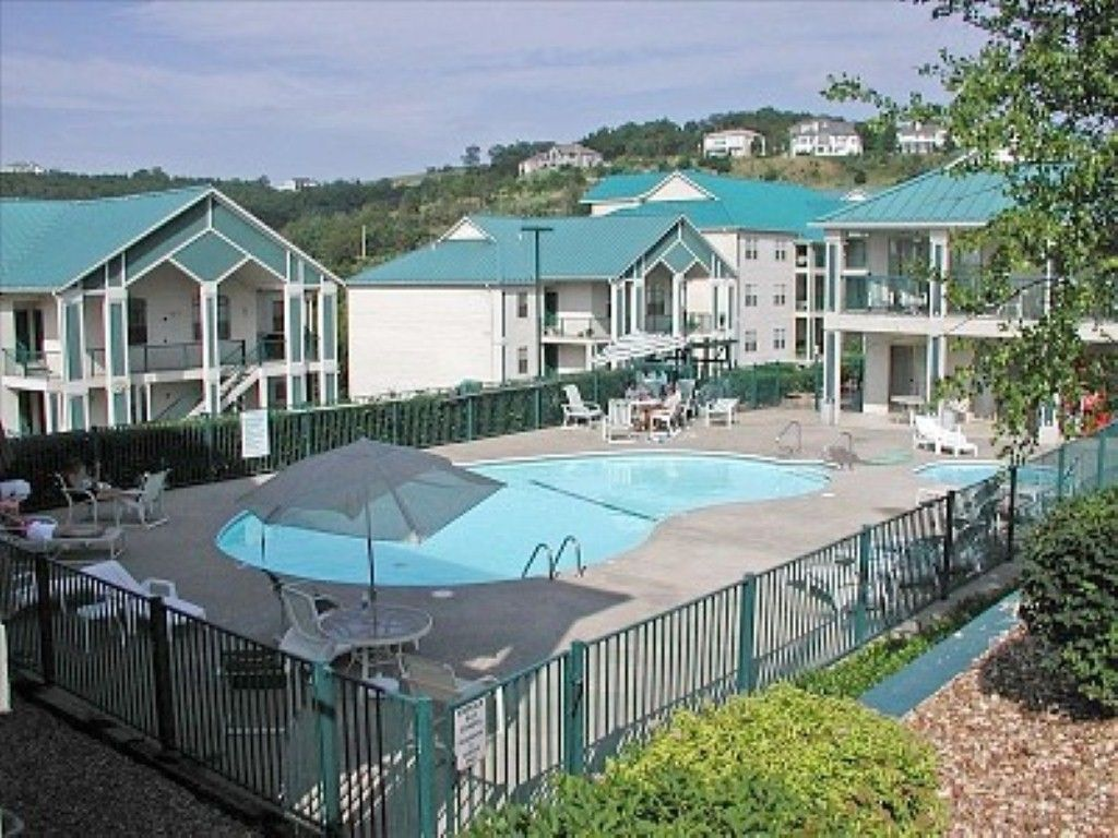 Aunt Carol S Condo Is For Those Who Are Looking For A Spacious Condo For Their Branson Vacation Vacation Cond Branson Condo Condo Vacation Rentals Lake Condos
