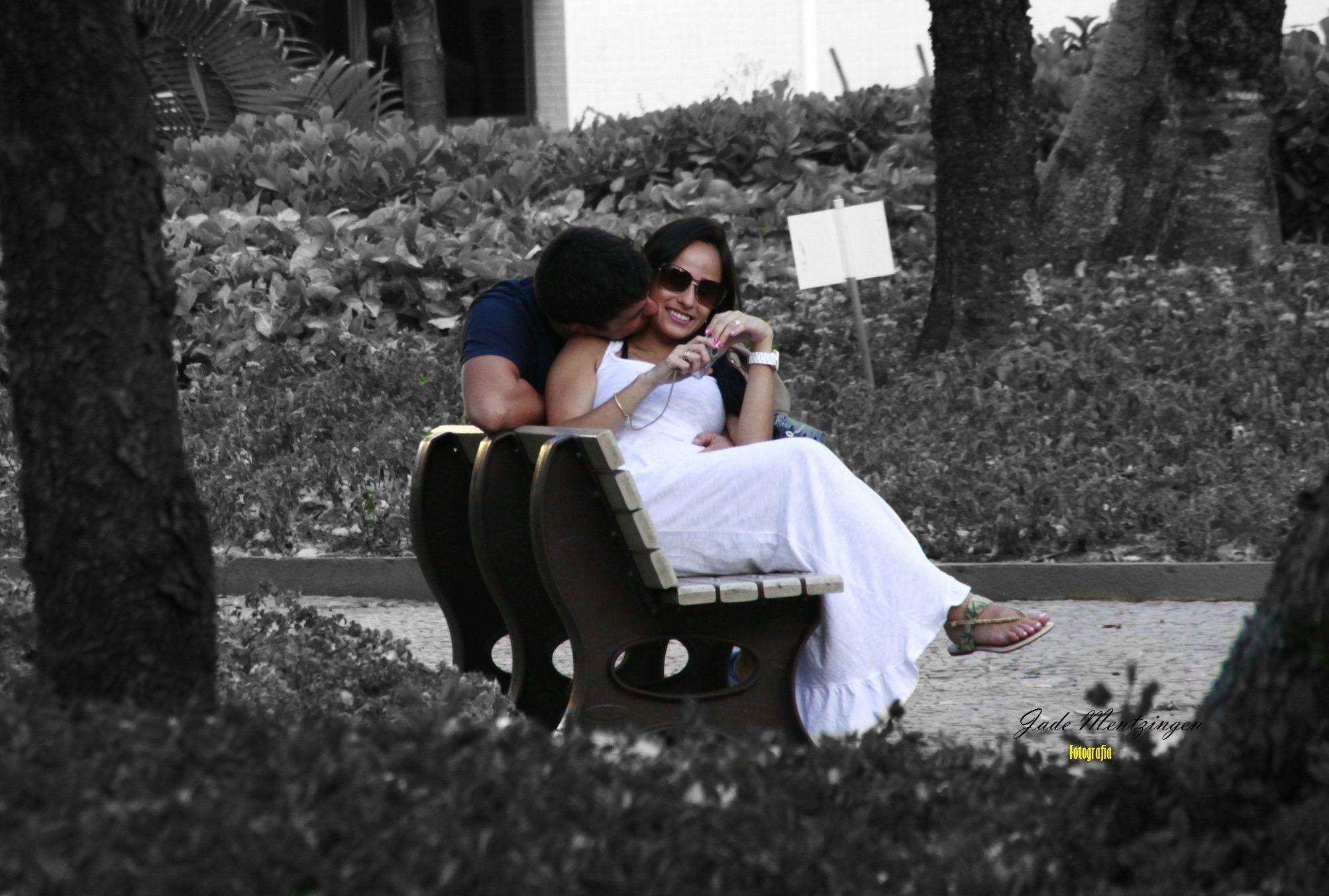 """Como disse John Lennon: """"(...)E aí, quando você estiver muito apaixonado por você mesmo, vai poder ser muito feliz e se apaixonar por alguém."""" Por isso, se ame antes de qualquer pessoa. Se olhe no espelho e diga o quanto você é bonita. Aprecie seus traços, seu figurino, sua beleza. E nunca se deixe abater por pensamentos alheios."""