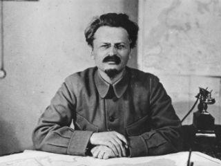 1940, Muere León Trotski tras haber sufrido un atentado  por / Sergio Noriega El intelectual y líder social, León Trotski, falleció este 21 de agosto tras haber sido víctima de un atentado el día de ayer mientras se encontraba en su despacho.