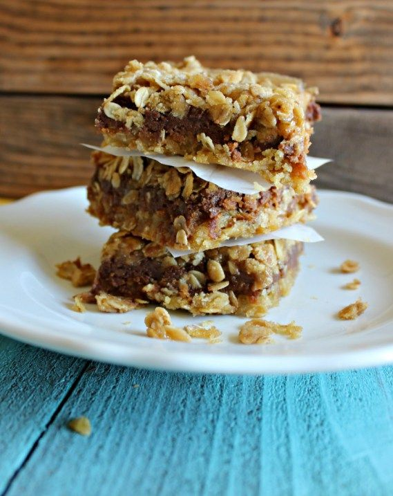 Cookie Butter Oatmeal Bars | This is one of the best dessert bar recipes! It's so rich and chewy. Love this easy dessert recipe.