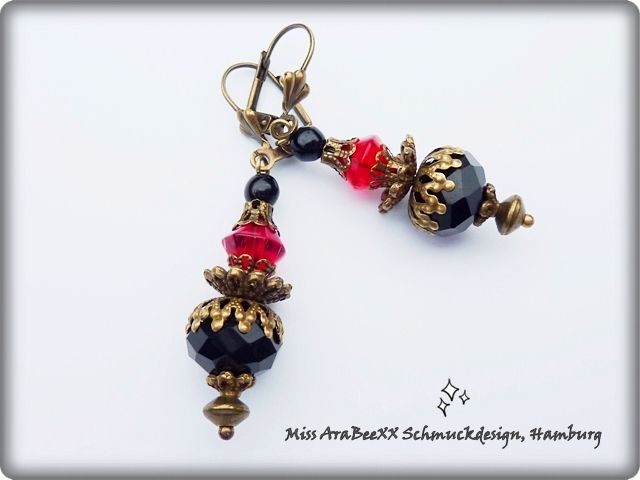 Antik-Bronzene Gothic-Ohrhänger im Barockstil von Miss AraBeeXX Schmuckdesign auf DaWanda.com
