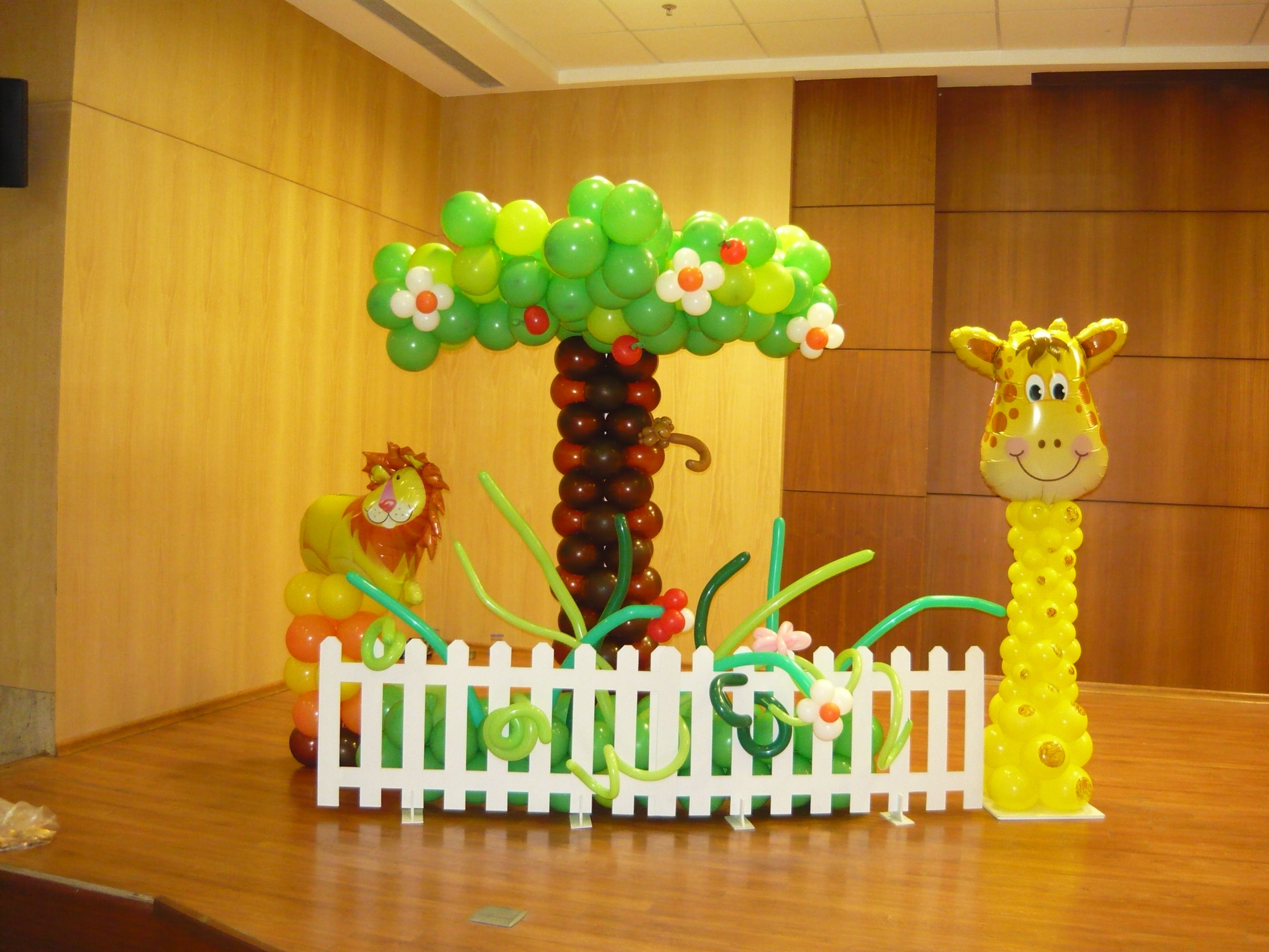 Jungle safari balloon decor bubbly balloons pinterest