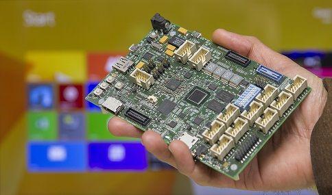 """Intel Sharks Cove: la scheda in stile Raspberry Pi da 239 Euro http://www.sapereweb.it/intel-sharks-cove-la-scheda-in-stile-raspberry-pi-da-239-euro/          Il titolo spiega in poche parole quello che Intel in collaborazione con Microsoft ha cercato di fare, con risultati che potremo valutare solo nei prossimi mesi. Sharks Cove è il nuovo device """"all-in-one"""" in stile Raspberry Pi che l'azienda di Santa Clara ha..."""