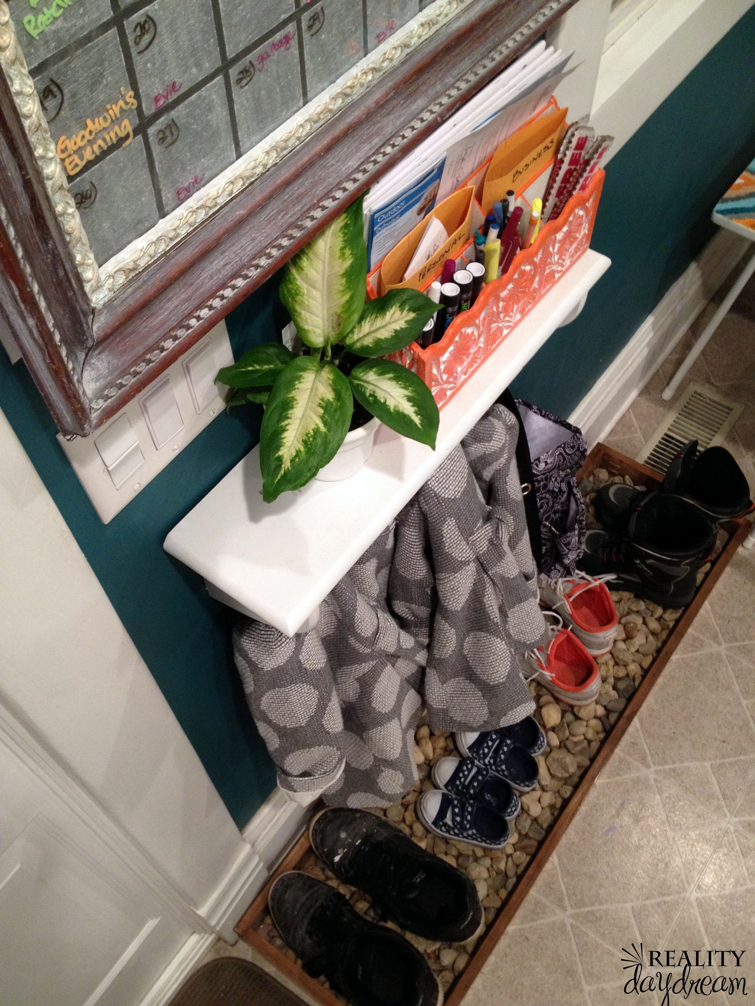 Diy Drip Tray For Wet And Muddy Shoes Reality Day Dream Fabulous Diy Diy Entryway Shoe Organizer