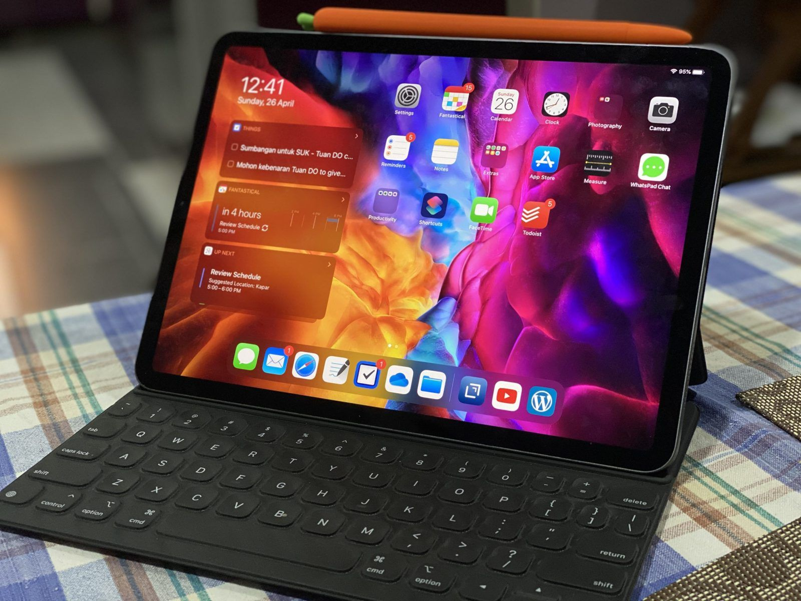 Unboxing iPad Pro 2020 with smart keyboard folio and Apple ...