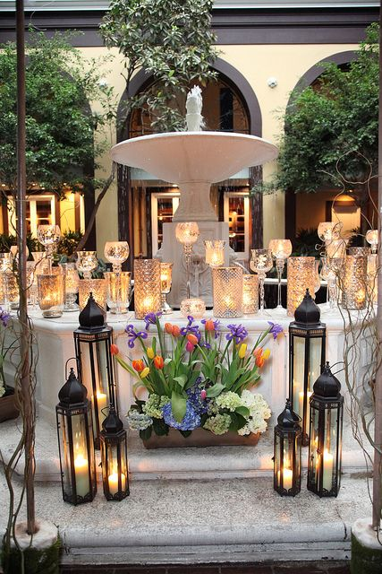 Elegant courtyard fountain decoration at hotel mazarin for Hotel wedding decor
