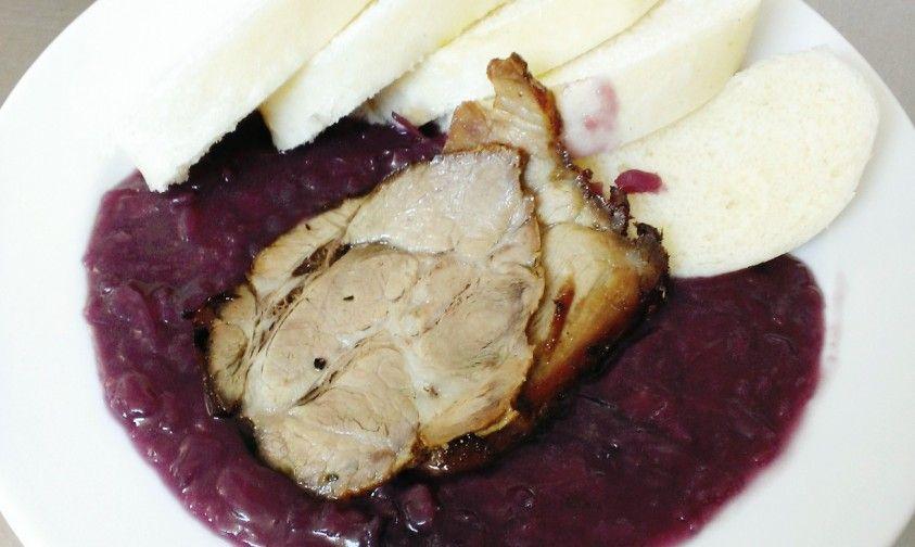 TIP NA DNES: Pečená krkovička s červenou kapustou, domáce kysnuté knedle #DenneMenu #Restauracia Denné menu Vranov, reštaurácia Hotel Patriot***