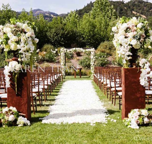 Wedding ceremony outdoor garden wedding ceremony for Backyard wedding ceremony decoration ideas